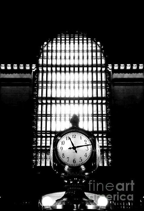 A New York Minute at Grand Central - photograph by James Aiken  via @jamesaiken09 #urbanmyopia #grandcentral #nycphotography #fineartforsale