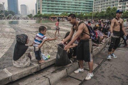Membangun Ibukota tidak harus selalu dimulai dengan hal besar. Seorang ibu yang mengajarkan anaknya untuk tidak membuang sampah sembarangan merupakan hal kecil yang akan berimbas terhadap kebaikan besar dalam pembangunan Jakarta.