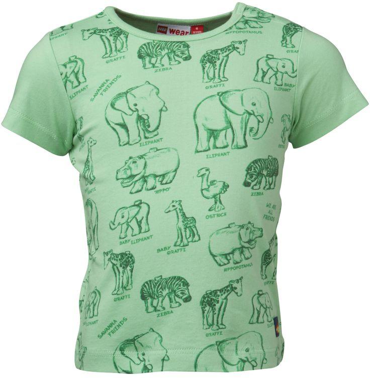 En søt t-skjorte i myk og behagelig bomull fra LEGO Wear. T-skjorten har et fint motiv av ville dyr på framsiden.<br><br>Materiale: 100% bomull.<br><br>Farge: grønn.
