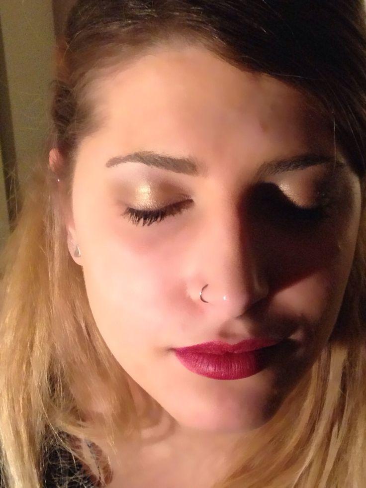 Trucco luminoso e labbra rosse su Annalisa