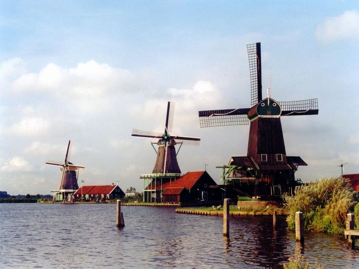 Обои на телефон - Ветряные мельницы: http://wallpapic.ru/architecture/windmills/wallpaper-24793