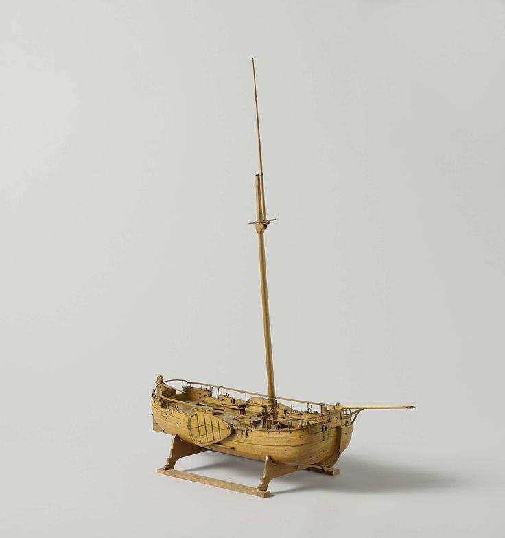 anoniem | Model van een gaffelkanonneerboot, attributed to Rijkswerf Rotterdam, c. 1835 | Spantmodel met rondhouten van een eenmast platbodem kanonneerboot; dekdelen kunnen verwijderd worden om de beschieting binnenin te tonen. Ronde boeg en achterschip, een poort in de boeg, twee in het achterschip en twee in de zijden achter; een kanon op draaislede in de boeg, twee carronades achter, vier draaibassen. Het dek is gedetailleerd met een kaapstander, een schoorsteen voor de kombuis, luiken…