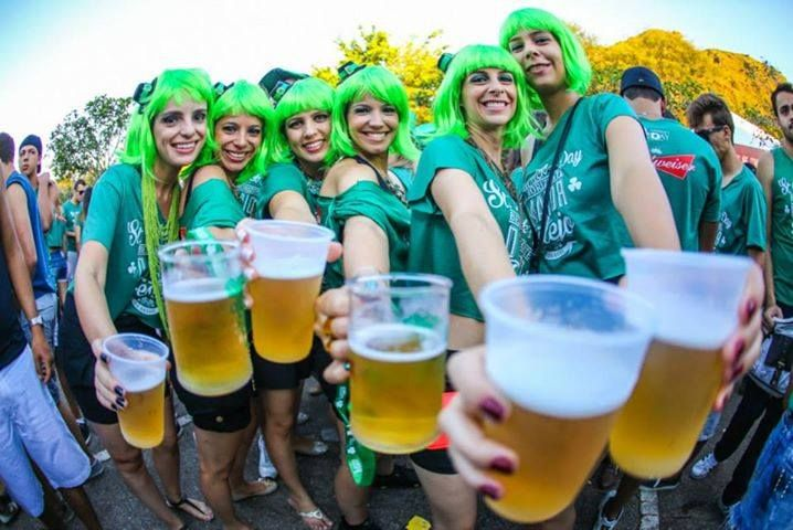 Lá na Irlanda os duendes bebendo cerveja no seu barzinho ficaram cansados da mesma rutina de todos os anos e decidiram mudar um pouco as coisas. Por fortuna pra nós, sua magia, brincadeiras e bom humor chegam á BeloHorizonte, capital dos bares, com o St. Patrick´s Day BH2015!  Click na foto pra mais informação  #partiubh #cerveja #belohorizonte #stpatricksday2015