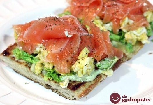 Tosta de salmón ahumado - Recetasderechupete.com