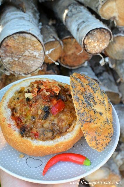 Bułki zapiekane z mięsem mielonym i pieczarkami