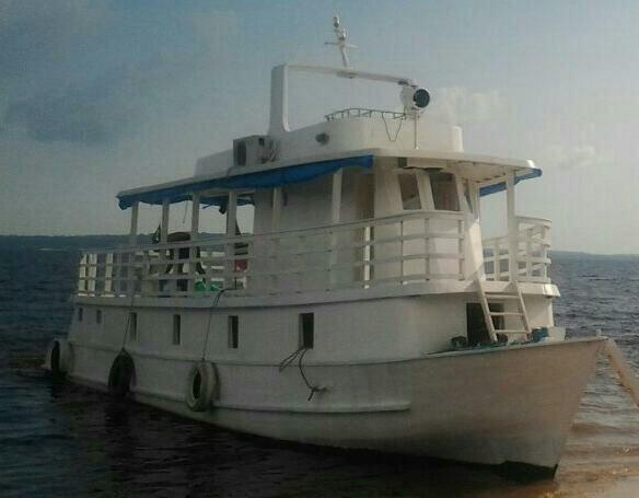 Vendo barco estilo iate barato gente