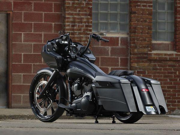 custom harley-davidson road glide, black harley-davidson, Milwaukee Bagger