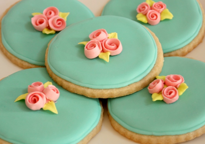 Simple and pretty flower cookies.