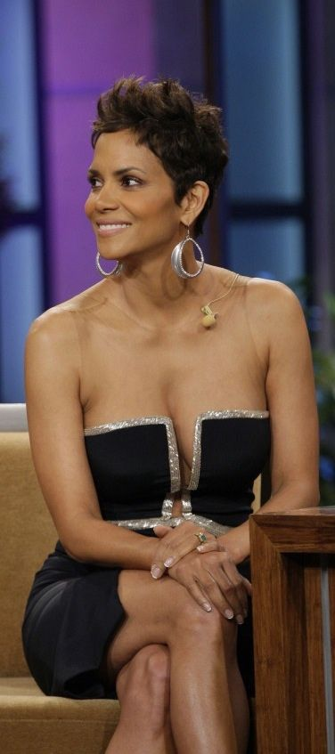 Beautiful Halle Berry in LBD