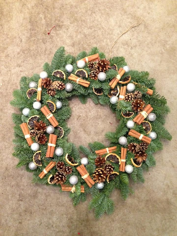 Christmas Wreath With Cinnamon Sticks Orange Slices Cones Baubles Primitives Pinterest Decorations And Wreaths
