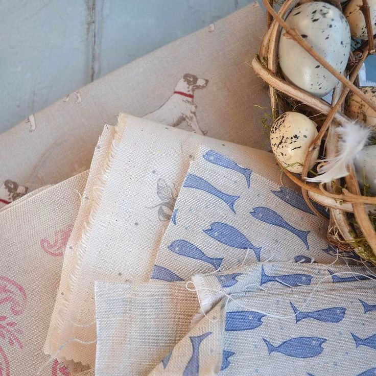 Oh that lovely feeling when you wake up on a Friday and realise it's the weekend already! A few more fabrics here from my ongoing sort out of linen offcuts - they're all listed and waiting for you. #easter #happyeaster #spring #thehappynow #linenlove #flashesofdelight #lovehandmade #coastalstyle #thatsdarling #pursuepretty #lollyandboo #linenfabric #fabricaddict #lovesewing #peonyandsage #fabricoffcuts #jackrussellterrier #bees