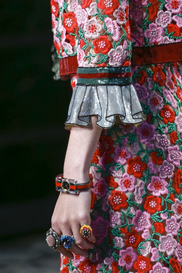 Gucci Spring 2016 Ready-to-Wear Collection Photos - Vogue  dat detail doe