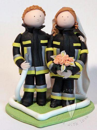 Feuerwehr Brautpaar Tortenfigur von www.tortenfiguren.at