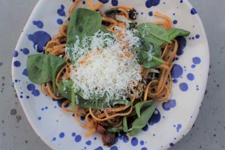 Finns det något enklare och godare än en riktigt bra pasta? Chorizo, svamp, spenat och massa parmesan? Ja, ni hör ju..