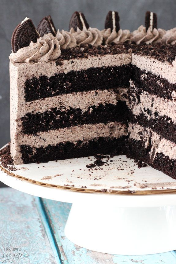 Chocolate Oreo Cake. I need to make this! But with real cream. I'm not a fan of butter cream..