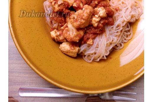 Макароны Ширатаки с курицей и цветной капустой в соусе