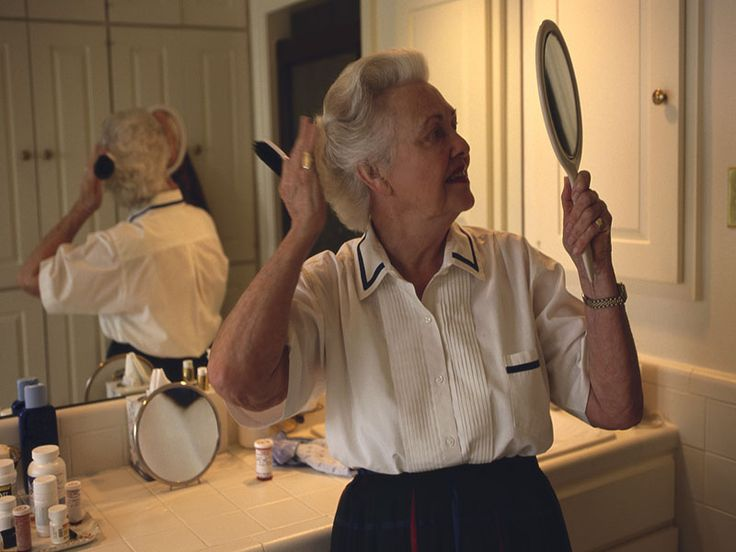 5/8/17 Scientists find cells linked to graying, thinning hair - UPI.com    Scientists at UT Southwestern Medical Center say the finding may lead to new treatments for both of the cosmetic conditions