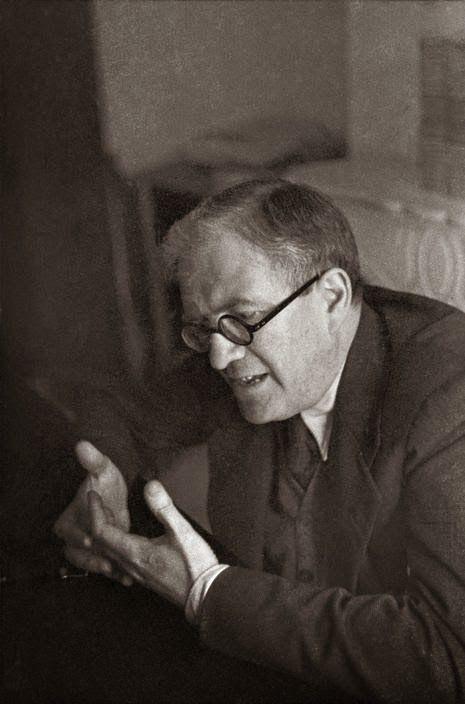 FRAP, II República, Juan Negrín López, PSOE, España-1937. Dos pláticas con Julio Álvarez del Vayo y Ollaqui, Ministro de Estado