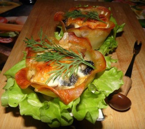 Картофельные корзиночки с мясом и грибами