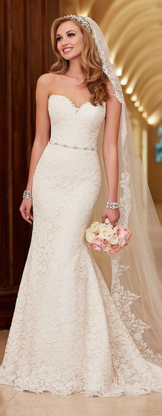 Lace Wedding Dress by Stella York Spring 2016 / http://www.deerpearlflowers.com/lace-wedding-dresses-and-gowns/