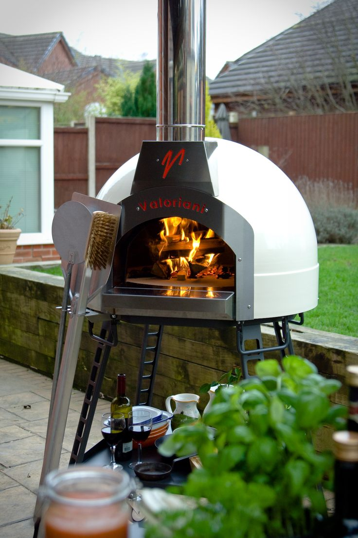 Valoriani Baby Pizza Oven - Originating in Tuscany, the Valoriani Baby pizza oven uses the traditional material of refractory cotto stone alongside modern stainless steel detailing to cook the perfect pizzas - by www.livingitup.co.uk