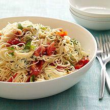 Spaghetti mit frischen Kräutern und Schafskäse