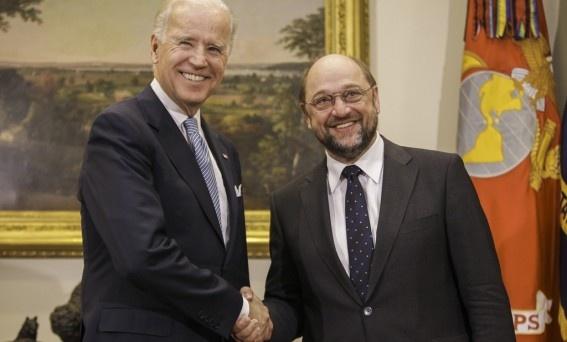 Schulz: Doskonałe narzędzie do walki z kryzysem  http://www.sld.org.pl/aktualnosci/2863-schulz_doskonale_narzedzie_do_walki_z_kryzysem.html  Przewodniczący PE spotkał się w środę z wiceprezydentem USA Joe Bidenem.