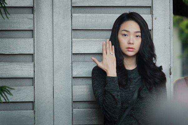 Gương mặt biểu cảm thất thần của Minh Hằng trong bộ phim mới. http://bepmoi.vn/dmsp/bep-tu-faster/ http://bepmoi.vn/dmsp/bep-tu-taka/ http://bepmoi.vn/dmsp/bep-dien-tu-batani/