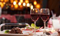 Portala a cena nel suo ristorante che ama, e per una sera, non guardare il listino dei prezzi!  #anniversario #cena