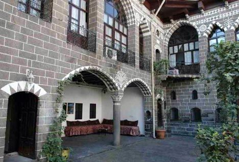 homes with a courtyard | House in Diyarbakır, Turkey, is an example of a traditional courtyard ...