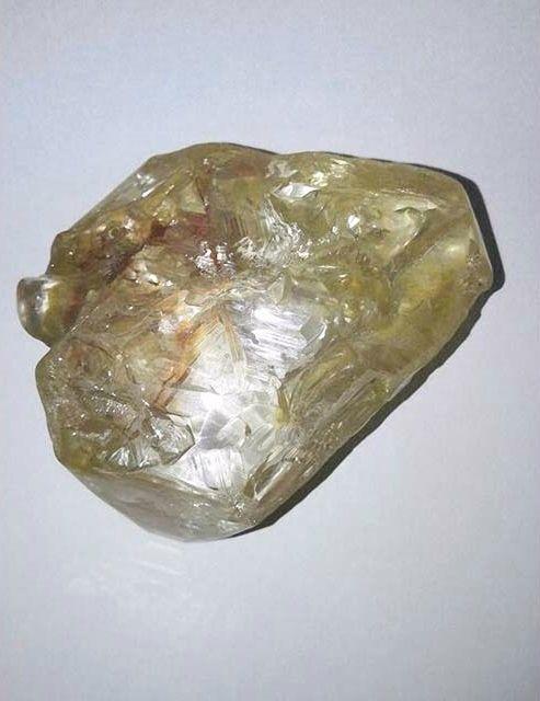 706-carat diamond in Freetown, Sierra Leone