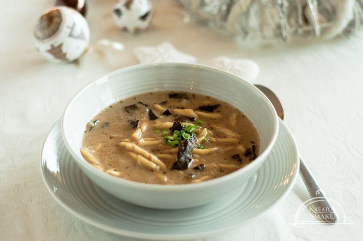 Bogactwo natury, pyszne, aromatyczne grzyby w zupie z kluseczkami, to coś, co rozgrzeje nas w zimowe wieczory. http://www.kreatorsmaku.tv/przepisy/zupa-grzybowa/