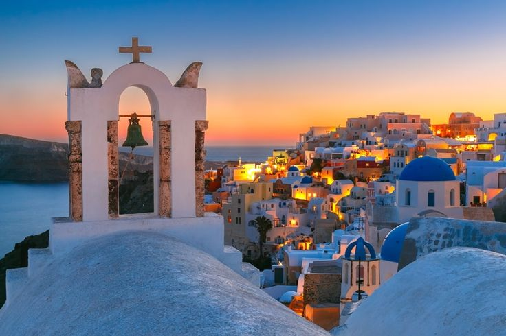 Planning a trip to Santorini Greece and looking for the best tours? In this guide to Santorini tours, find the best sailing excursions, wine tastings etc