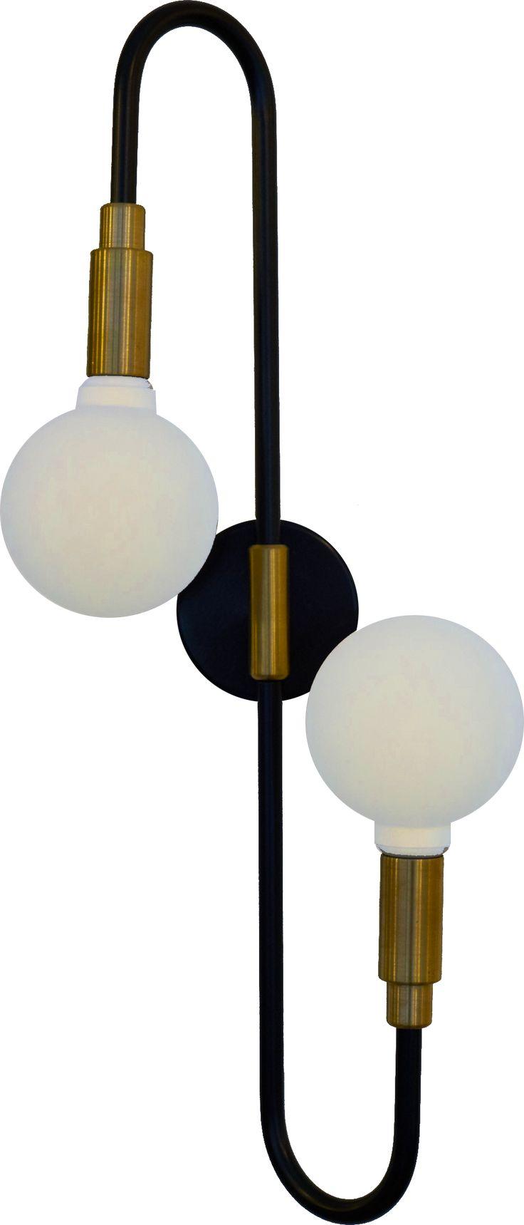 Acier cintré, laqué noir. 2 cache douilles en laiton massif. Éclairage par 2 globes en verre mat renfermant une ampoule g9 de 40 ou 60 W.