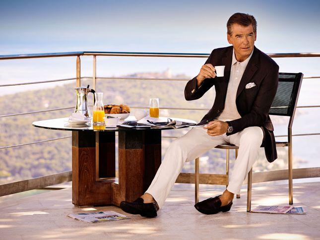 """Un affascinante 007 per Hackett London. Il brand sceglie l'attore Pierce Brosnan come nuovo volto della sua campagna pubblicitaria. Immagini ultra glamour che ritraggono un brillante """"Leading Man"""" fotografato nella suggestiva Costa Azzurra dal fotografo Terry O'Neill."""
