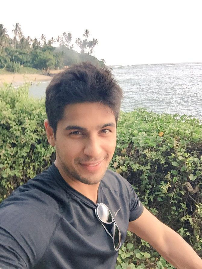Sidharth Malhotra tweets #selfie while enjoying a family holiday. #Bollywood #Fashion #Style #Handsome