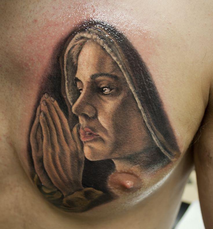 madonna in preghiera tatuaggio realistico a colori / madonna in prayer realistic color tattoo