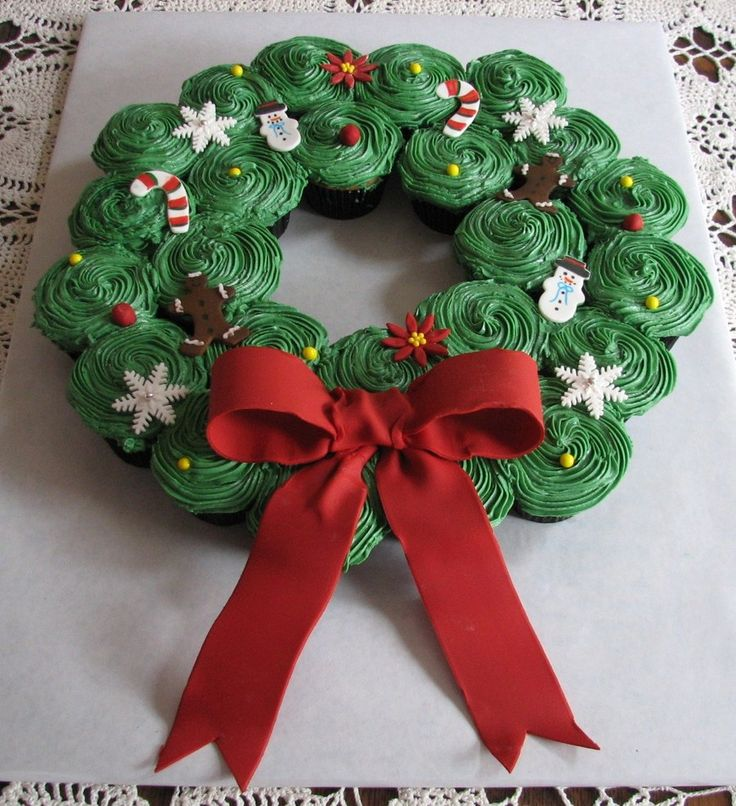 It seems everyone likes to make these cupcake wreaths for...