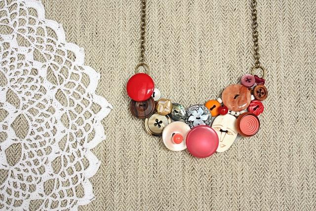 collana con bottoni vintage by greta♥loves, via Flickr