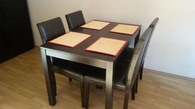 450 zł: Krzesła Oslo ABRA 4 szt.. Siedzisko ekoskóra czarnybrąz. Nogi drewno. Szerokość: 42cm, Głębokość: 42,5cm, Wysokość: 92cm. Oraz stół drewno. Używane. Stan jak na zdjęciu. transport we własnym zakresie.