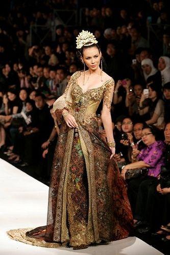 kebaya modifikasi anne avantie batik gold