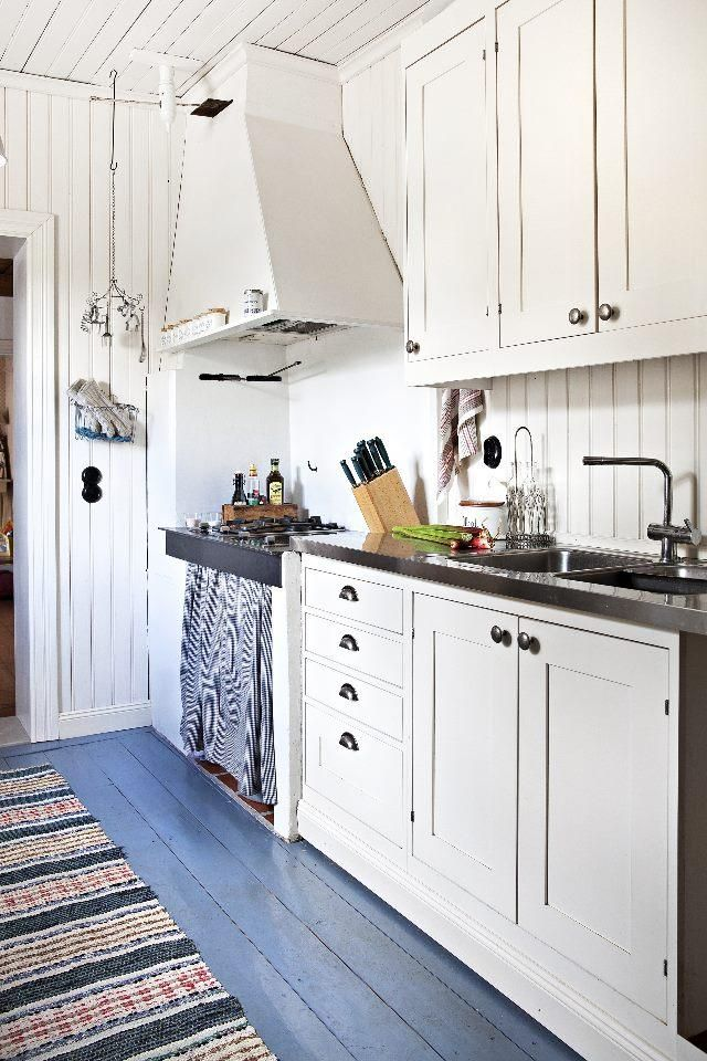 Vanhan talon uusi keittiö on perinteinen. Old house with new traditional kitchen.   Unelmien Talo&Koti Kuvaaja ja toimittaja: Camilla Hynynen