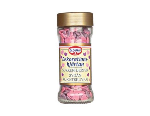 Dekorationshjärtan.  Hjärtan och kärlek går det inte att få för mycket av. För dig som inte har tid att baka kan vi tipsa om den enkla vägen till någons hjärta: Köp muffins (eller plocka ut hembakta från frysen). Täck muffinsen med rosa kristyr. Strössla med hjärtan och du har en hemgjord kärleksbakelse som ingen kan motstå!