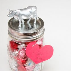 A fun, quirky Valentine - DIY Animal Jar Valentines. BE SWINE! I love moo! Thinking of ewe.