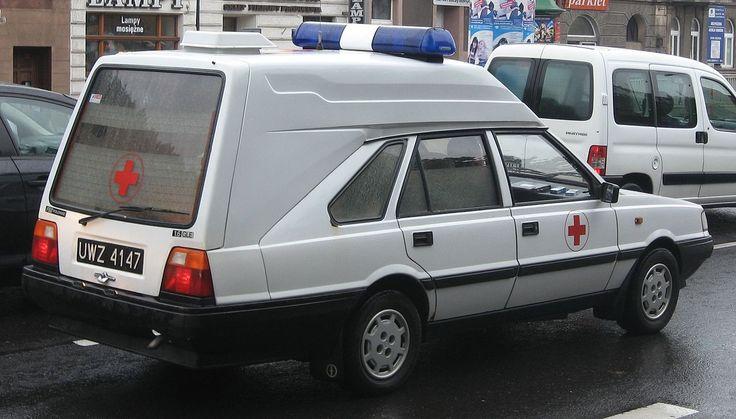 FSO_Polonez_Cargo_1.6_GLE-based_military_ambulance_on_Konopnickiej_avenue_in_Kraków