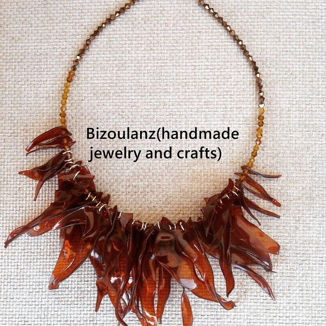 Statement#necklace#plasticnecklace#plastic#recycled#upcycled#waterbottle#handmade#jewelry#seaweed#brown#swarovskicrystal#κολιέ#χειροποίητο#κρύσταλλο#μοντέρνο#bizoulanz#πλαστικο#ανακυκλώσιμο#ecofriendly