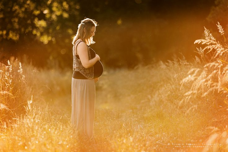 Beautiful light pregnant photoshoot in the golden hour! Baby photoshoot