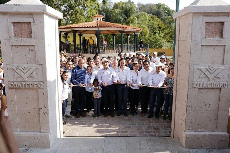 Entregó el gobernador de Michoacán la primera etapa de los trabajos de mejoramiento de la imagen urbana de la tenencia de Coatepec de Morelos, en la que se invirtieron 10 ...