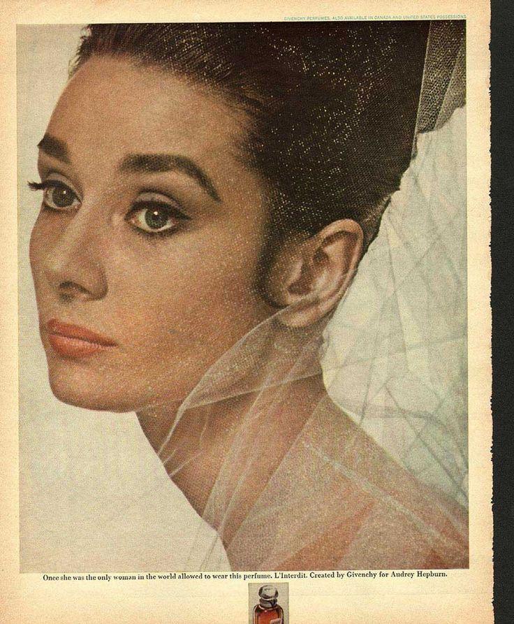 Leather Passport Case - Frida & Audrey Hepburn by VIDA VIDA 0to7h