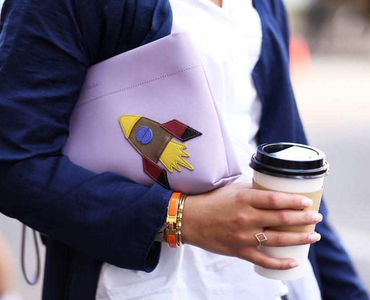 Purple Clutch with Rocket by Max&Co., dark blue Coat and Coffee. Check out my weekly reviews on: designdschungel.com